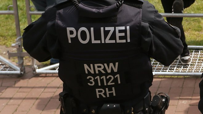 RTL Today - Police: Three dead bodies with arrow wounds