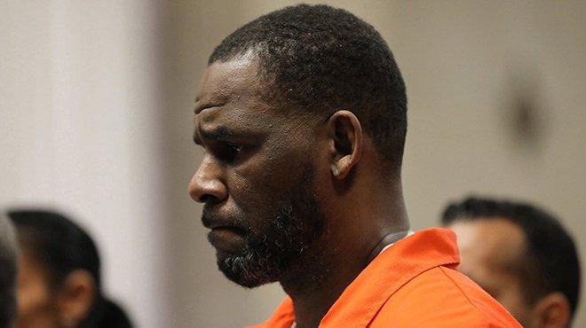 Le chanteur R. Kelly attaqué dans son sommeil en prison
