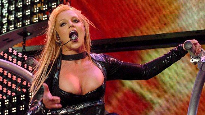 Britney Spears ne veut plus chanter avec son père comme tuteur — Musique