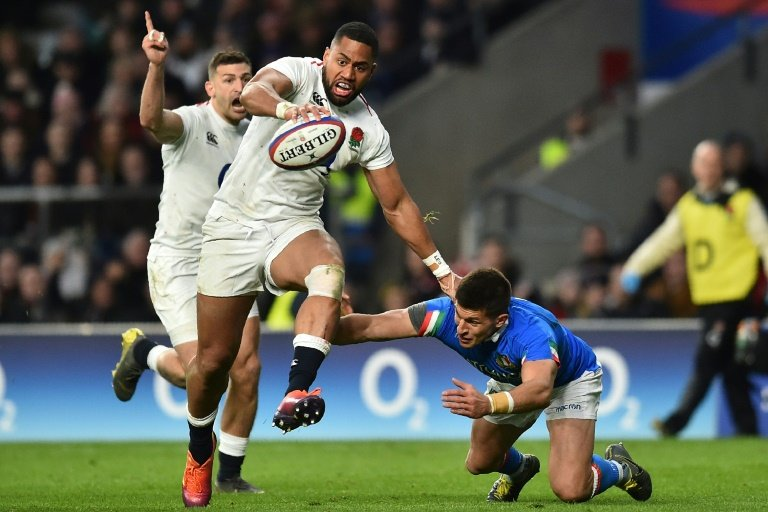 England cruise past Italy 57-14 to stay in title hunt