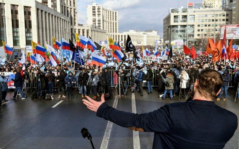 Thousands of Russians march in protest against new 'internet iron curtain'