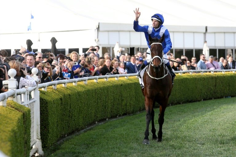 Winx extends record-winning run with fourth consecutive George Ryder Stakes at Rosehill