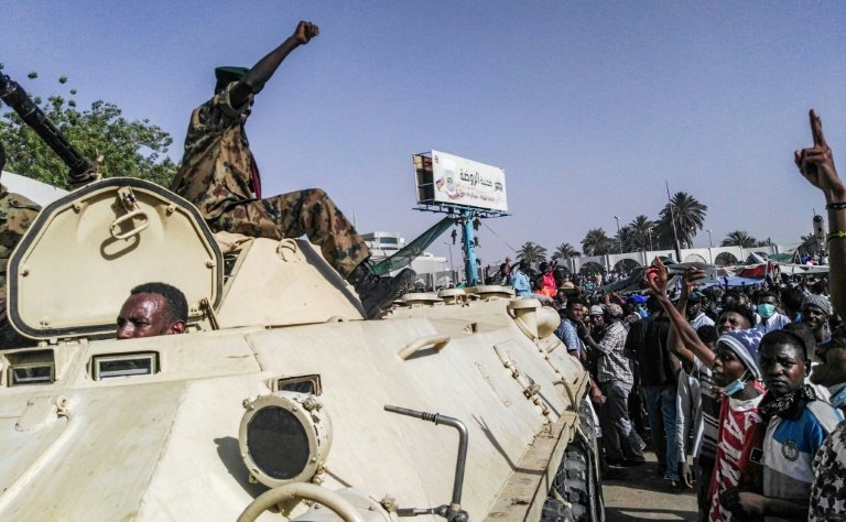 Sudan protesters rally outside army headquarters for second day