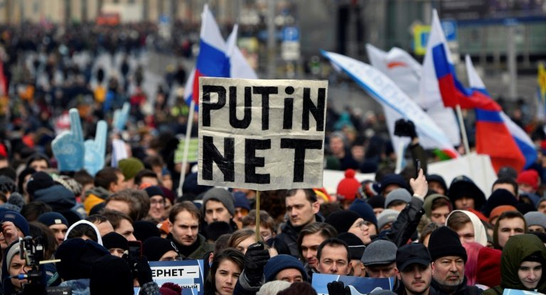 Russia moves to expand government control of internet