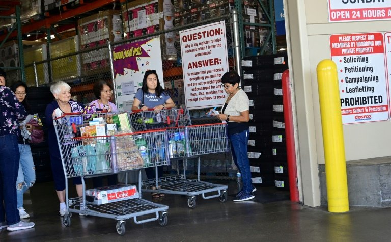 US consumer confidence dips in August