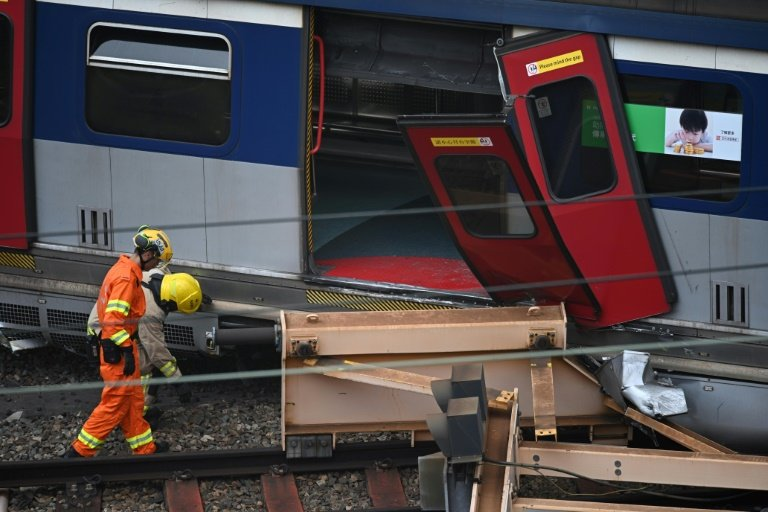 Passengers had to leave the train through a broken door and cross tracks