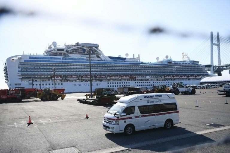 With liner Diamond Princess evacuate the elderly