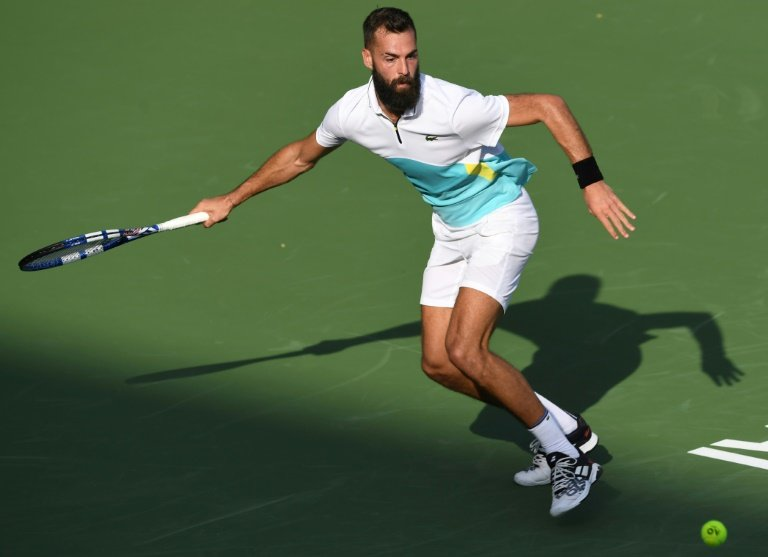 Paire hangs on to beat Cilic
