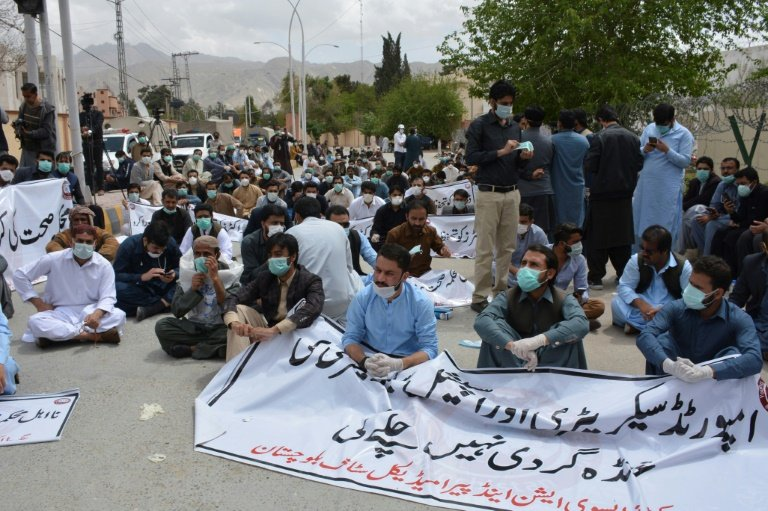 Young doctors demanding PPEs beaten, arrested in Pakistan's Quetta