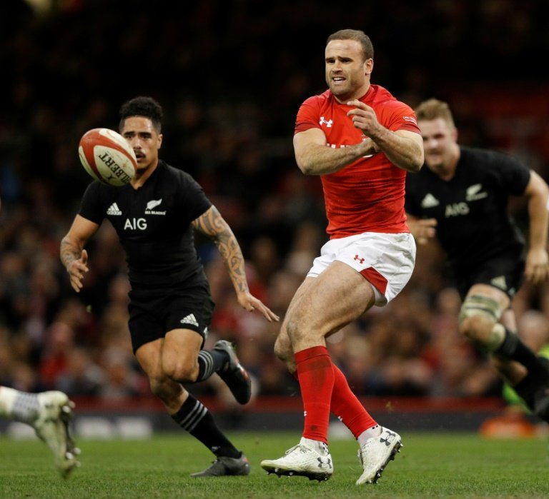 Former Wales and Lions centre Roberts joins Dragons