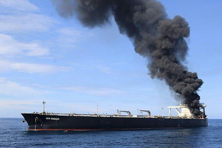 Catastrophe écologique au Sri Lanka: du pétrole s'écoule d'un navire en feu au large du pays
