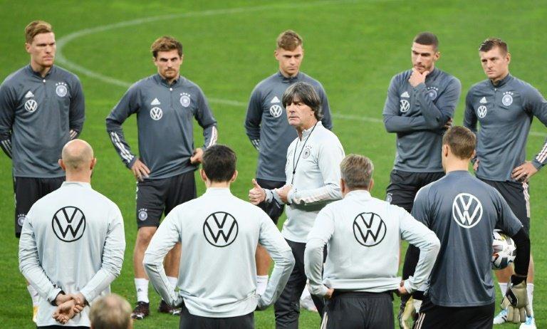 L'entraîneur de l'Allemagne Joachim Löw, lors d'un entraînement avec ses joueurs à Kiev le 9 octobre 2020     AFP  Archives