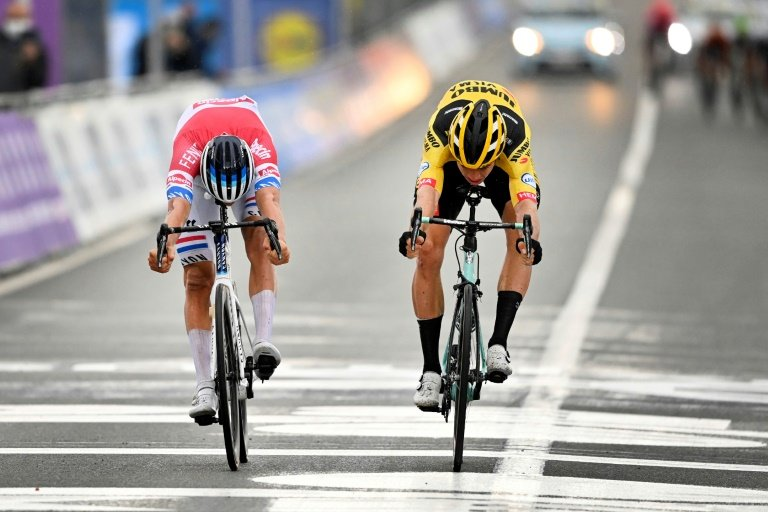 Van der Poel follows father in Flanders, Alaphilippe crashes into motorbike