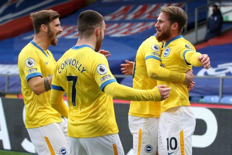 Brighton's Alexis Mac Allister celebrates with team-mates     POOL  AFP