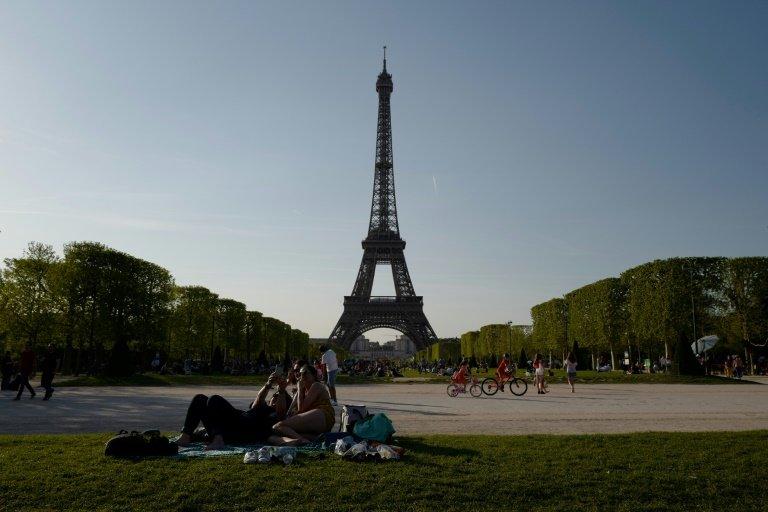 Attack in Paris on women wearing Muslim veils