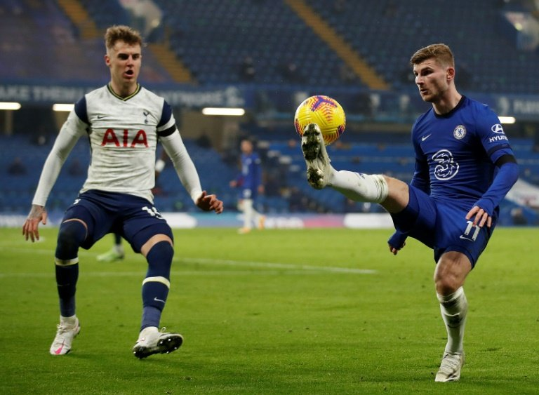 Spurs top after Chelsea stalemate
