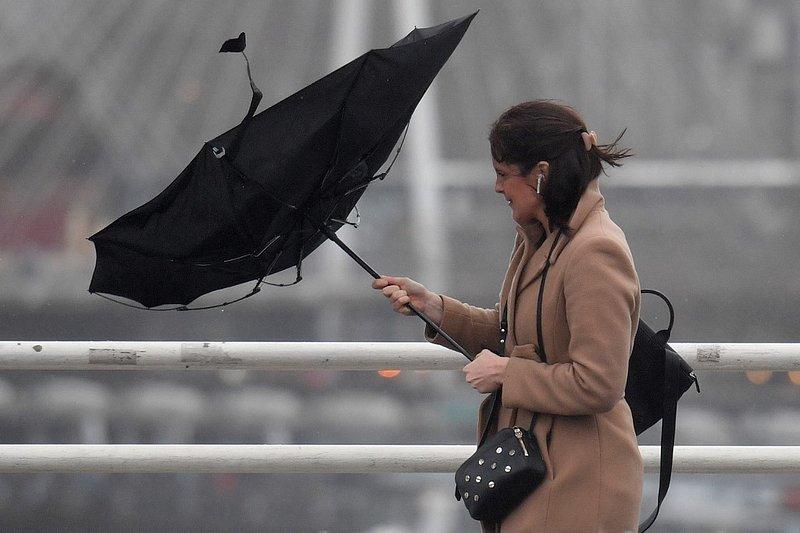 La tempête Dennis provoque des inondations au Royaume-Uni