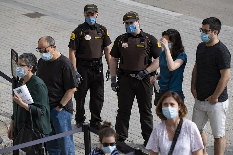 La Catalogne confine quelque 200.000 personnes — Résurgence du coronavirus