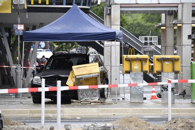 Photos: Un conducteur fonce sur des passants à Berlin, plusieurs blessés