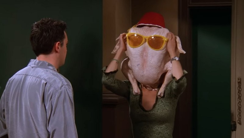 Pour Thanksgiving, Courteney Cox rejoue une scène culte de la série — Friends
